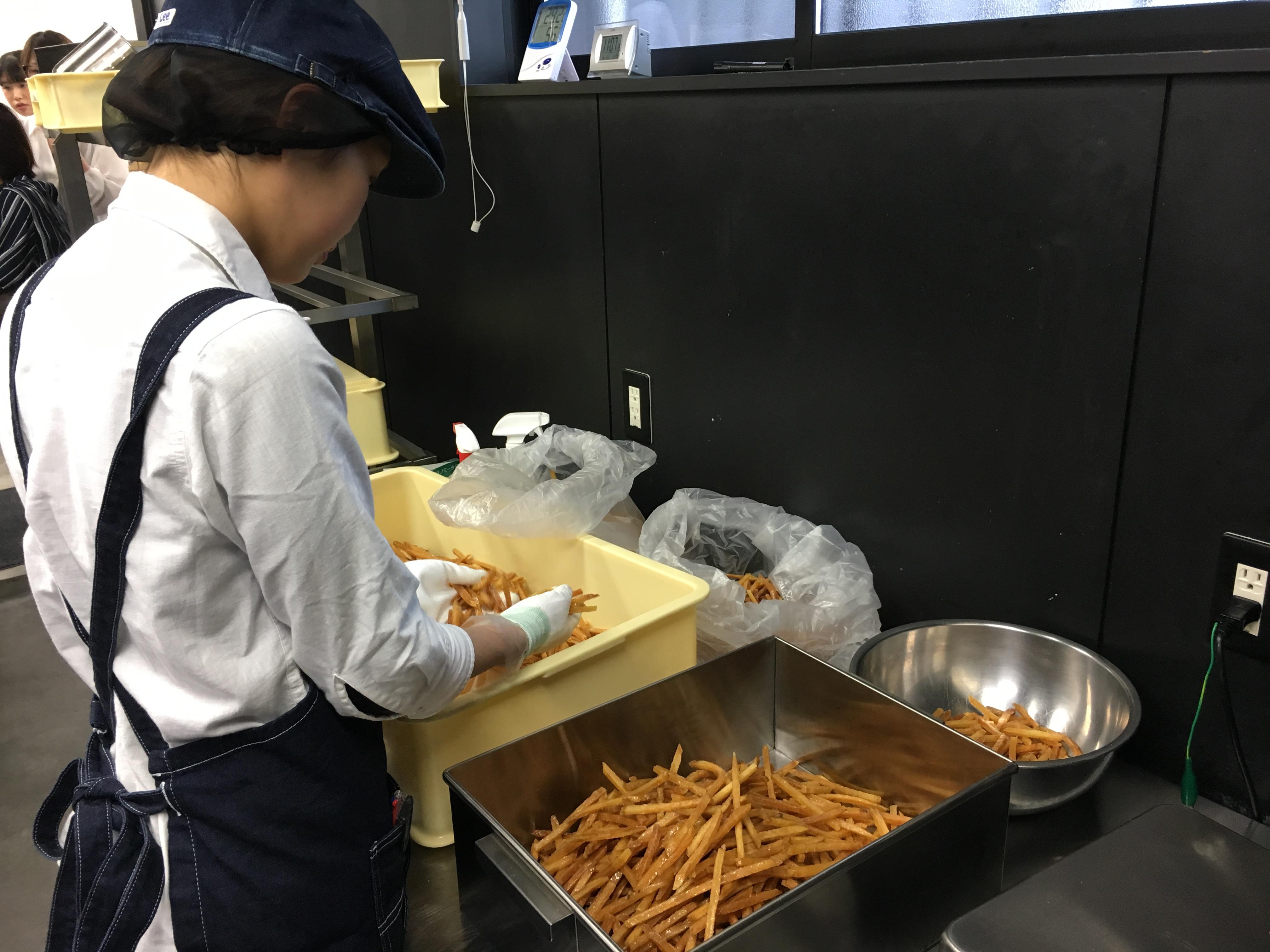 【正社員/未経験者歓迎】オシャレなさつま芋菓子専門店での店舗内製造業務