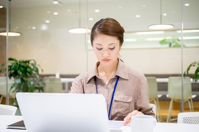 IT関連企業での一般事務/土日祝休/長期/環境◎ 32131624