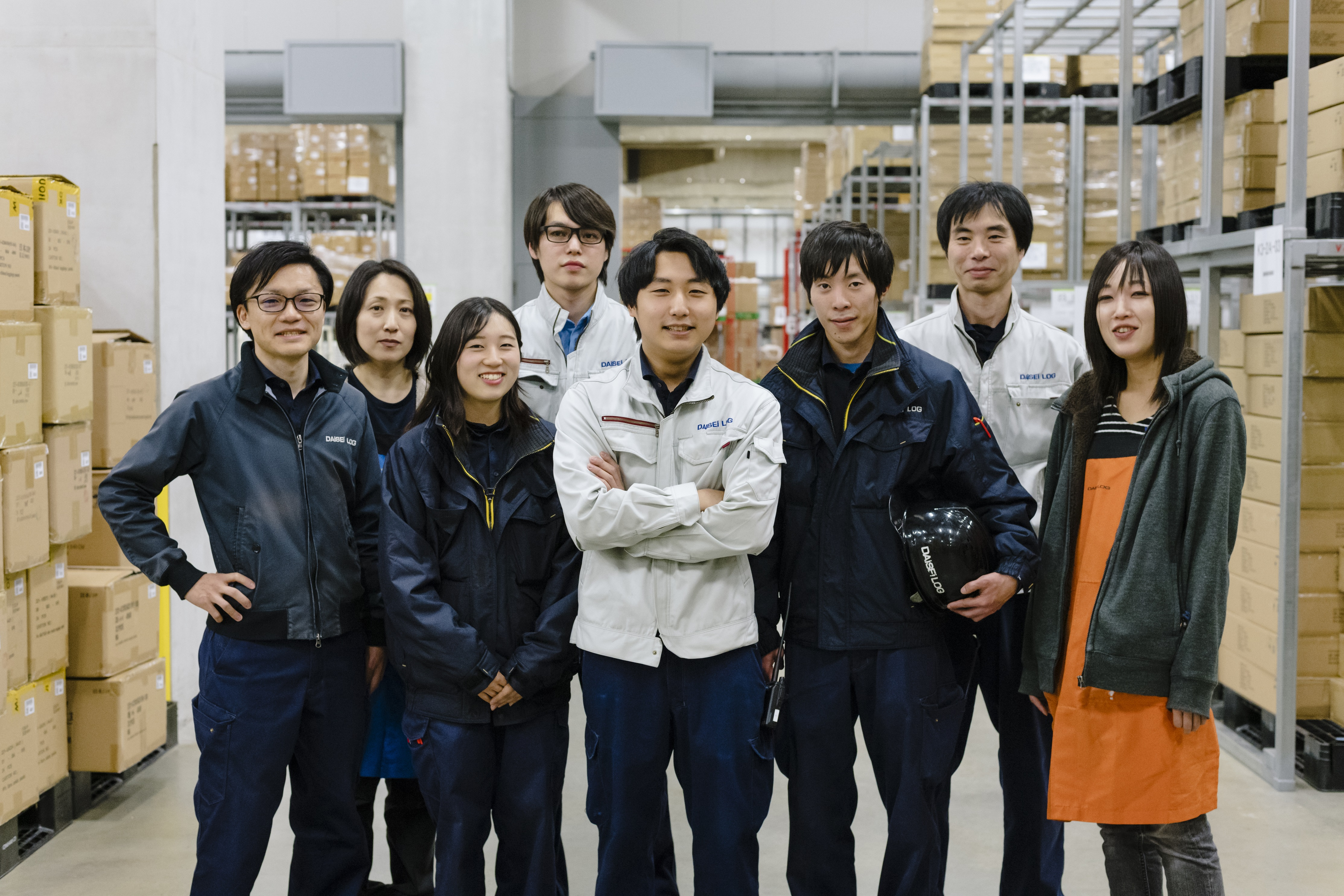 ★20~30代の若手活躍中★アパレル製品の倉庫管理(フォークリフト)業務!◆未経験歓迎◆資格取得支援制度あり