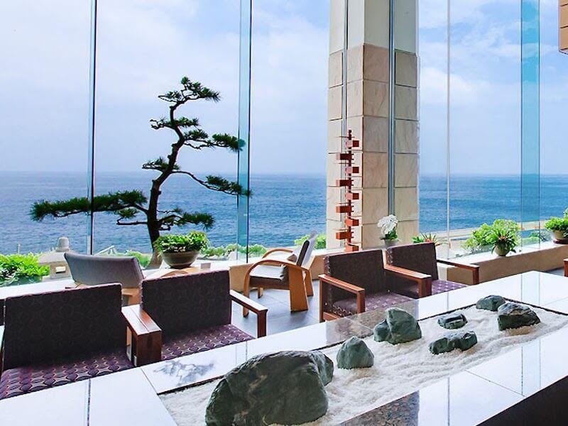 「短期の募集!」大パノラマの海を眺めながら働ける!伊豆稲取、癒しの宿!